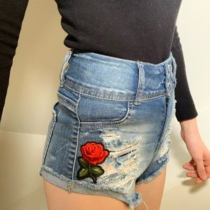 Pants - Blue jean shorts which embroidered rose